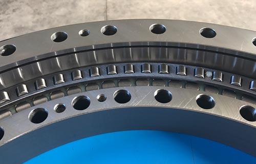 Ralla di rotazione a tre corone di rulli cilindrici - Three row roller slewing ring